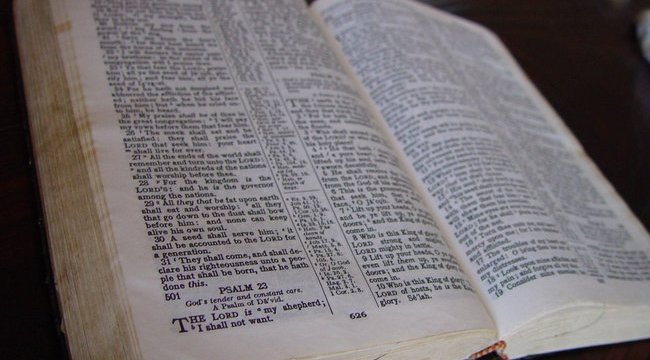 Bibliával csináltak szexrabszolgát a tiniből