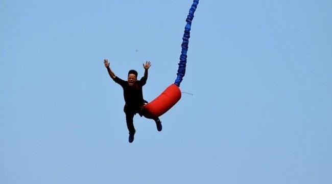 Durva: túl hosszú volt a bungee-kötél - videó