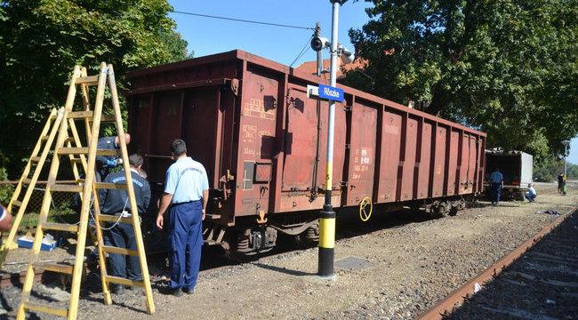 Ezzel a vonattal zárták le a röszkei átjárót - galéria