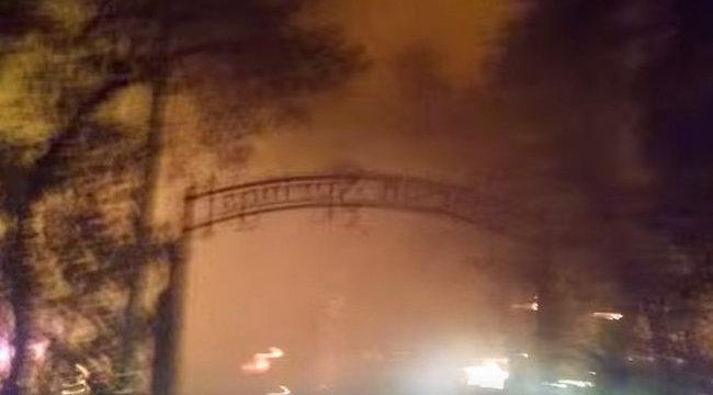 Hajmeresztő: lefilmezte, ahogy az égő pokolból menekül - videóval