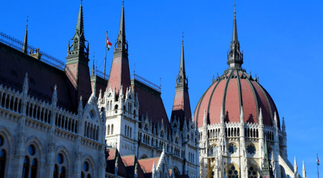 A parlamentből ment prostihoz a magyar politikus