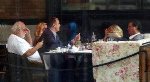 Vajna kirakatban tárgyal a TV2-ről – fotóval