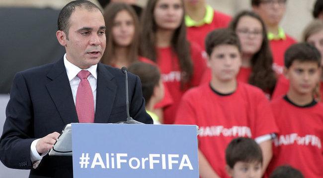 A jordán herceg a legesélyesebb a FIFA elnöki székére