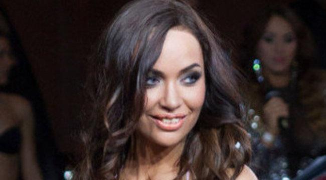 Lévai Adrienn a Playboy kamerájába tolta fenekét - fotó 18+