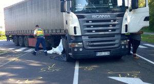 Vezet a zebrán két embert elgázoló kamionos