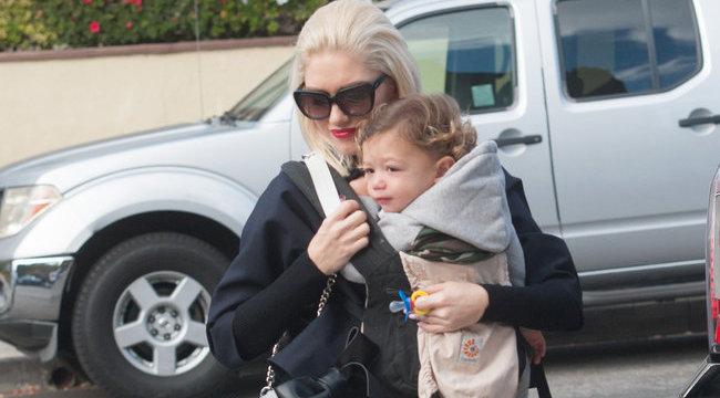 Fura nadrágban ment templomba Gwen Stefani - fotóval