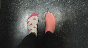 Könnyfakasztó, miért metrózott zokniban