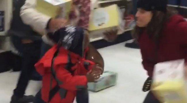 Black Friday: az amcsiknál a bevásárlás már közelharc - videók