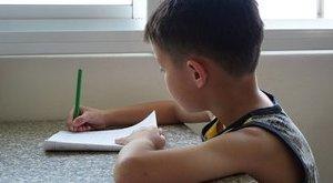 """Hatéves leckéje: """"Írd le, mi b*sz fel!"""""""