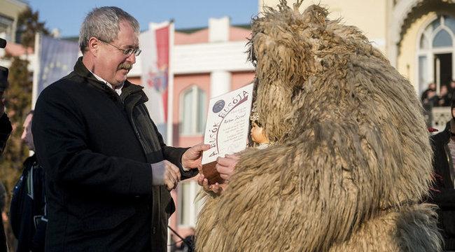 80 ezres jutalmat osztott a miniszter