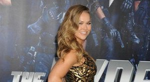 Megmutatta meztelen popsiját a szexi MMA-harcos