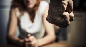 3 férfival erőszakoltatta meg saját lányát