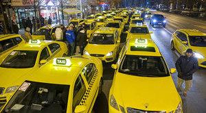 Mi ez? Az Andrássy útnál taxisok demonstrálnak