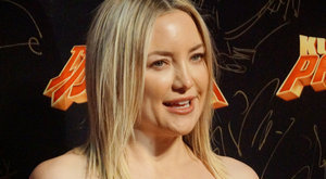 Kate Hudson pucér fenékkel idegesíti exét