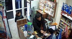Videó: pénzváltás közben rabolt dohányboltot