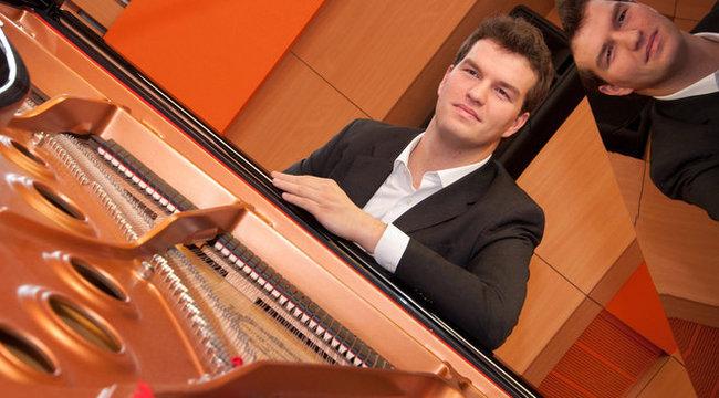 3154 magyar településen koncertezik Marci