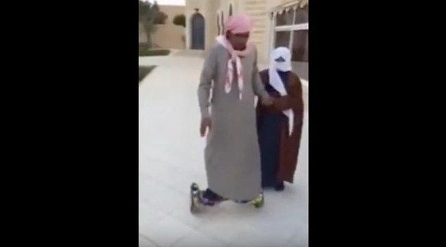 Sírjon a nevetéstől Ön is ezen az arab apukán