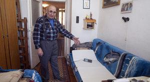 Csodamatraccal verték át a beteg nyugdíjast