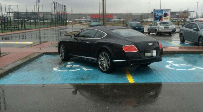 Miskolc: két rokkant helyre parkolt luxusautójával