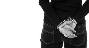 Büntetésből végzett 4 éves öccsével a tinilány