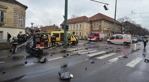 Két mentőautó ütközött Szegeden - brutális képek