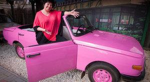 Ebben a pink Wartburgban bárki retrókirály lehet