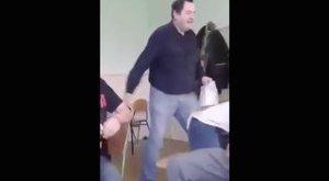 Videóra vették, ahogy egy tanár felpofoz egy diákot
