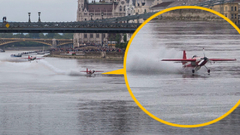 Rekordkísérlet a Lánchídnál: Dunáról pattant vissza a kisgép