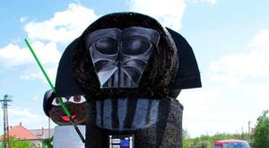 Szalmába bújt Darth Vader