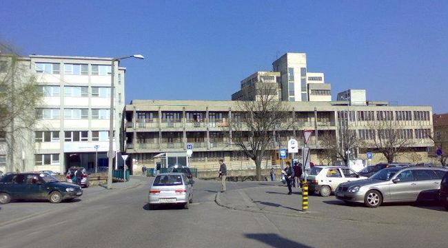 Botrány az egri kórházban: 700 dolgozó perel