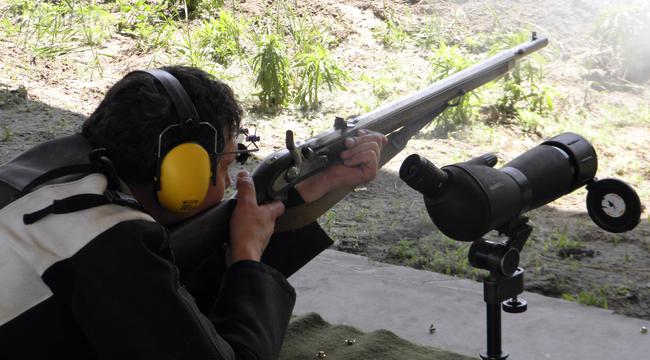 Ez a kunszt: ilyen régi puskával beletrafálni