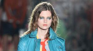Ashton Kutcher dirigálta a gyönyörű magyar modellt
