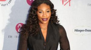 Serena Williams merész szoknyájával hódít