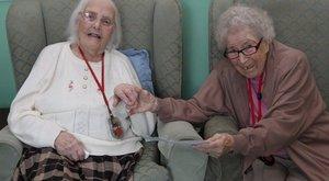 Ilyen az igazi barátság: 80 év után ott folytatják, ahol abbahagyták