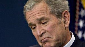Kínos! Emlék-szertartáson feledkezett meg magáról a volt amerikai elnök