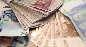 Érthetetlen: Sok pénz marad a NAV-nál
