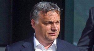 Amit még sosem látott: így csókolózik Orbán Viktor - videó