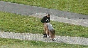 A nyílt utcán szexeltek, huliganizmusért felelhetnek
