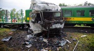 Hatalmas vonatbaleset Barcsnál: egy kamion sofőrje meghalt – képek