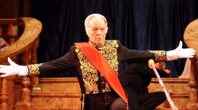 Elhunyt a két hete az előadás alatt újraélesztett operetténekes