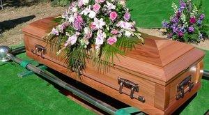 Őszülés elleni samponnal sikkasztott a temetkezési vállalkozásból