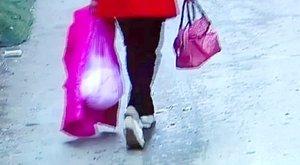 Műanyag zsákbatette az anyja, mert nem tudta volna felnevelni