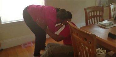 Megható - meglátta az anyját és összeomlott