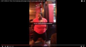 Elképesztő videó - Csupasz fenekét csapkodta a sértett nő az étteremben