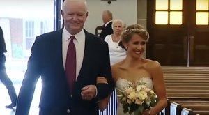 Szívszorító: az apja szívét megkapó férfi vezette oltárhoz Jenit