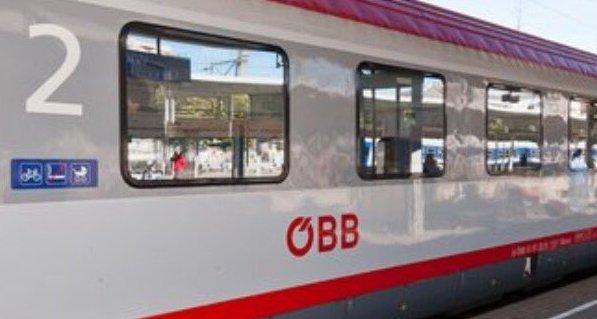 Késsel támadt az utasokra a vonaton az ámokfutó