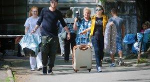 Kisgyerekükkel költözik külföldre a magyar sztárpár