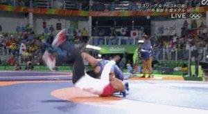 Rio: megnyerte a számát, aztán kétszer földhöz vágta az edzőjét a sportolónő