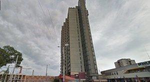 Tragédia: gyorsétteremre zuhant a debreceni 22 emeletes toronyházról