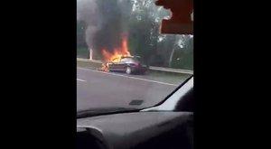 Kigyulladt egy autó az M3-ason - torlódás várható!